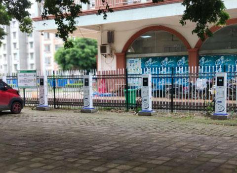柳州市第八中学-7KW立式交流充电桩-60KW双枪直流充电桩